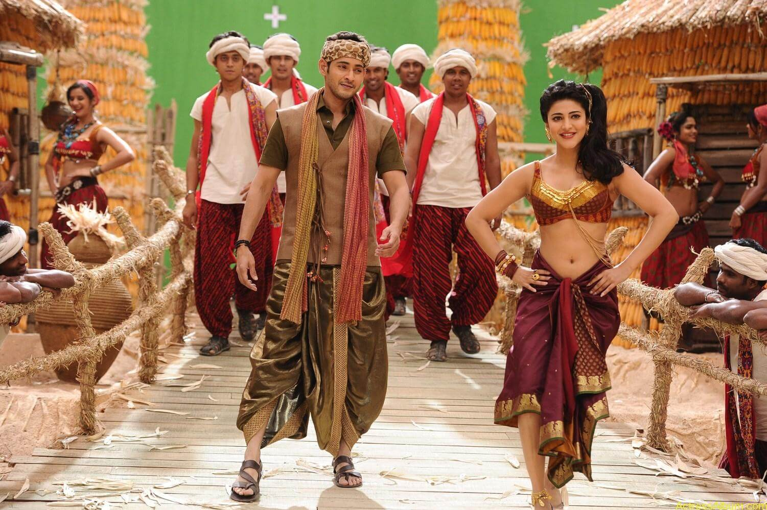 Mahesh-Babu-Shruthi-Haasan-Srimanthudu-Movie-Stills-14
