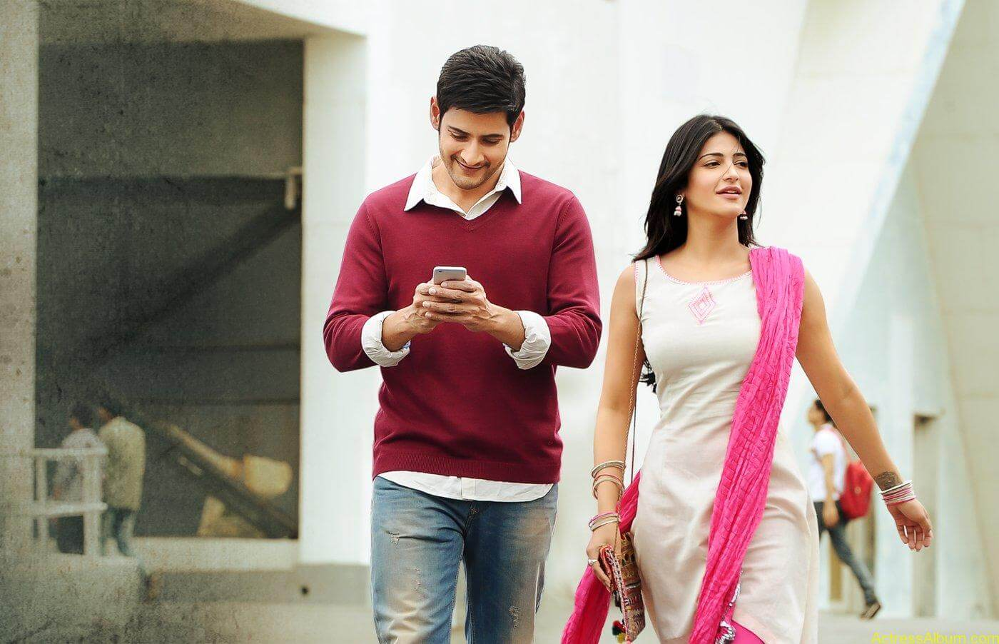 Mahesh-Babu-Shruthi-Haasan-Srimanthudu-Movie-Stills-19