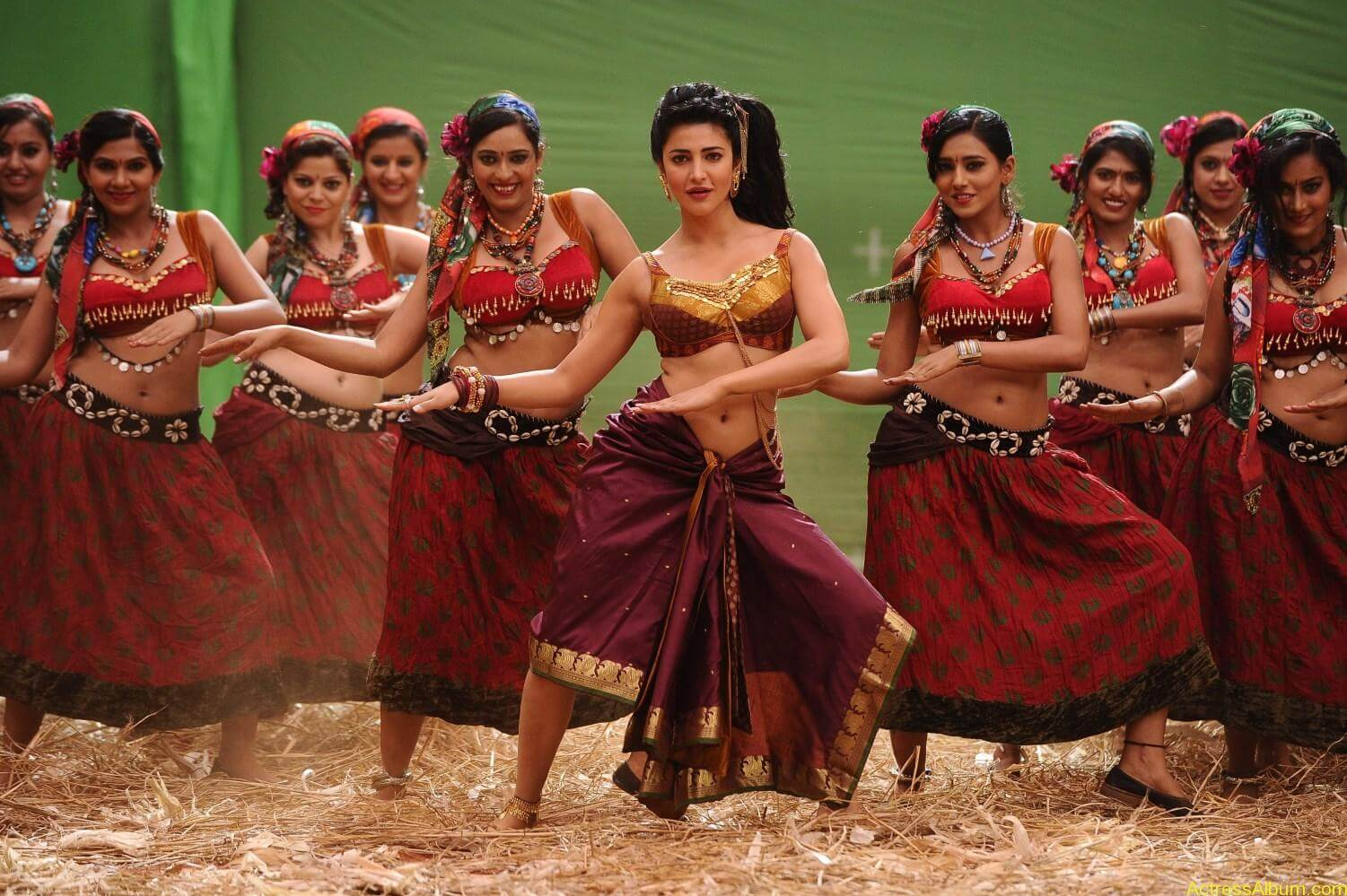 Mahesh-Babu-Shruthi-Haasan-Srimanthudu-Movie-Stills-20