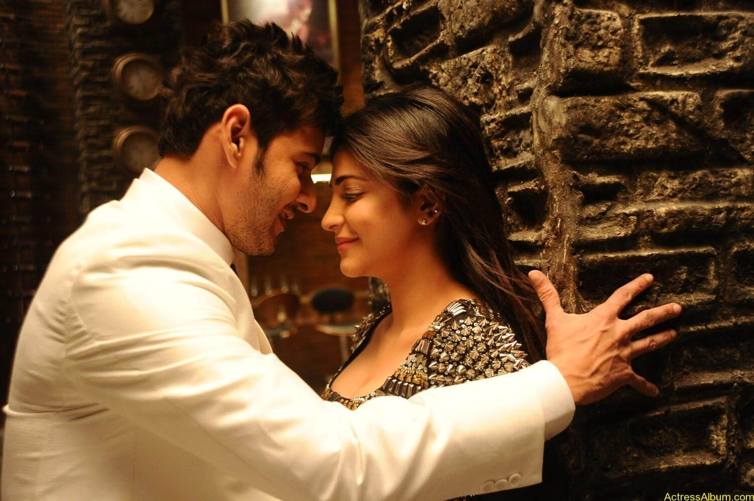Mahesh-Babu-Shruthi-Haasan-Srimanthudu-Movie-Stills-7