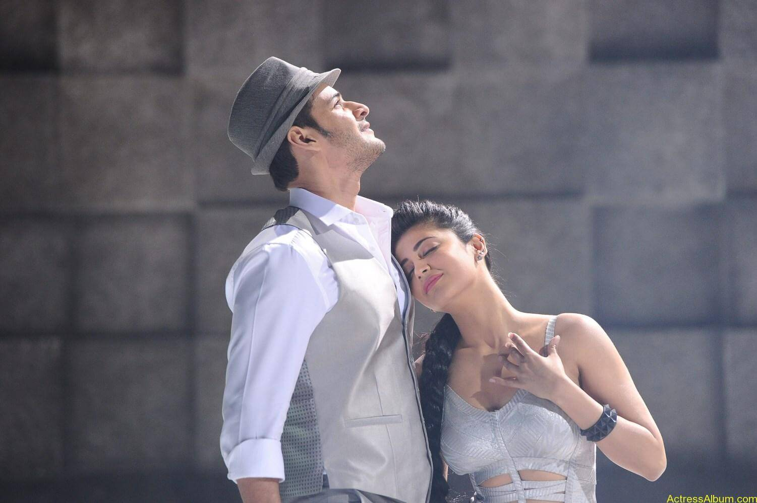 Mahesh-Babu-Shruthi-Haasan-Srimanthudu-Movie-Stills-8