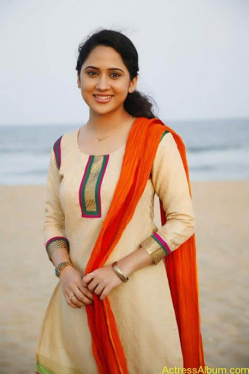 Mia-George-Latest-Stills-Photos-Images-1