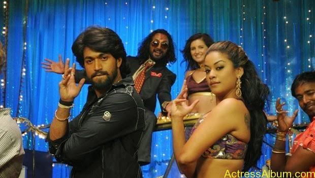 Mumaith-Khan-Spicy-Stills-at-Bhagyanagaram-Movie-1