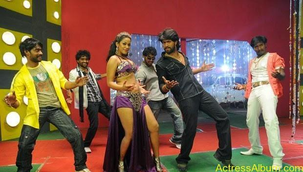 Mumaith-Khan-Spicy-Stills-at-Bhagyanagaram-Movie-12