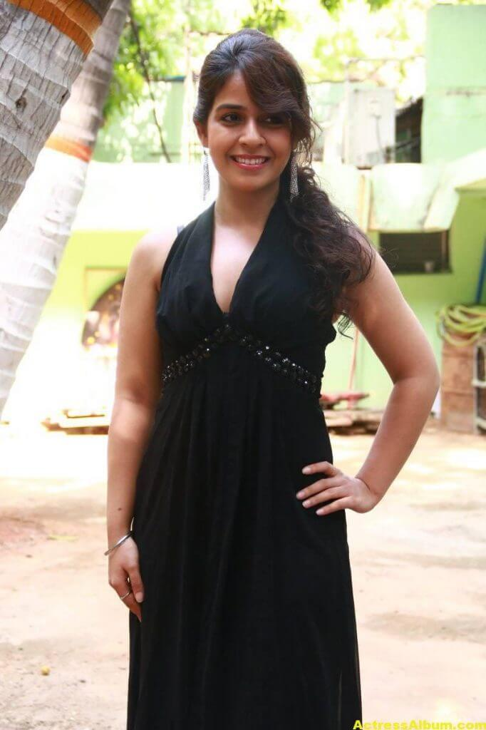 Neha-Pawar-Stills-At-Thoda-Lutf-Thoda-Ishq-Movie-Press-Meet-01