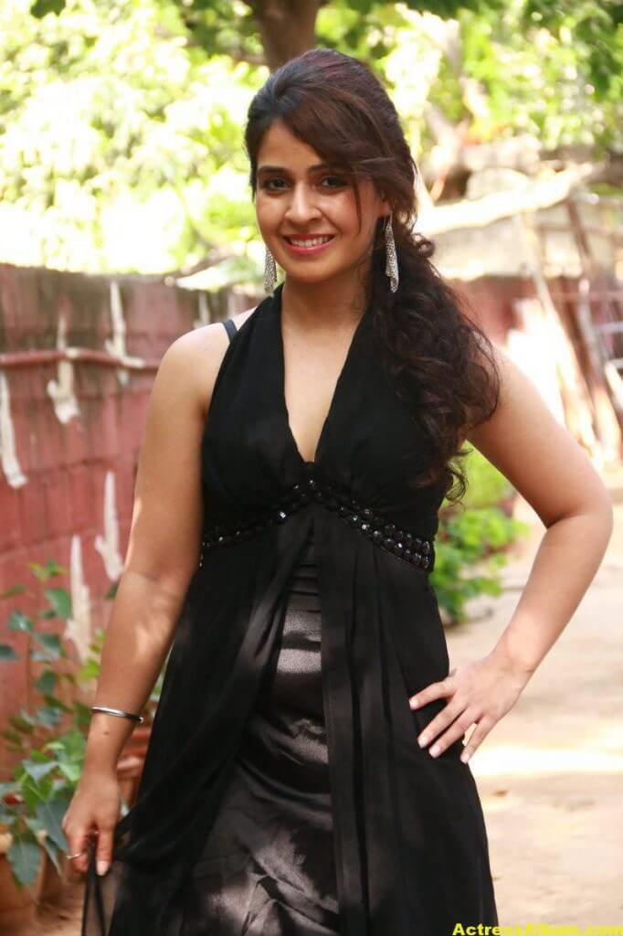 Neha-Pawar-Stills-At-Thoda-Lutf-Thoda-Ishq-Movie-Press-Meet-07