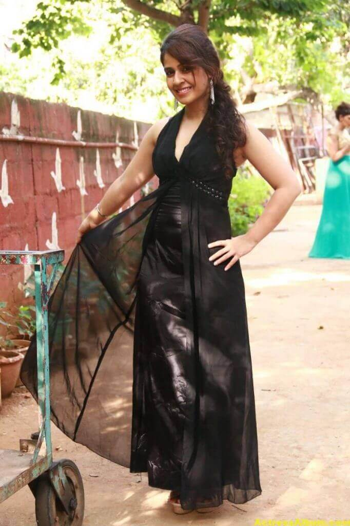 Neha-Pawar-Stills-At-Thoda-Lutf-Thoda-Ishq-Movie-Press-Meet-08