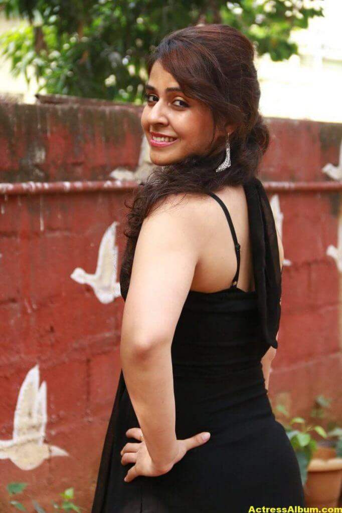 Neha-Pawar-Stills-At-Thoda-Lutf-Thoda-Ishq-Movie-Press-Meet-09