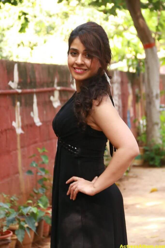 Neha-Pawar-Stills-At-Thoda-Lutf-Thoda-Ishq-Movie-Press-Meet-10