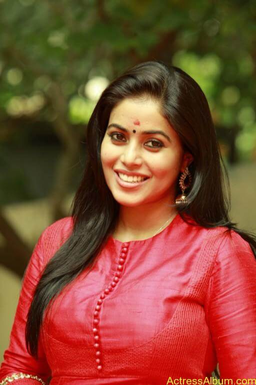 poorna-latest-stills-at-savarakaththi-movie-pooja-photos-1