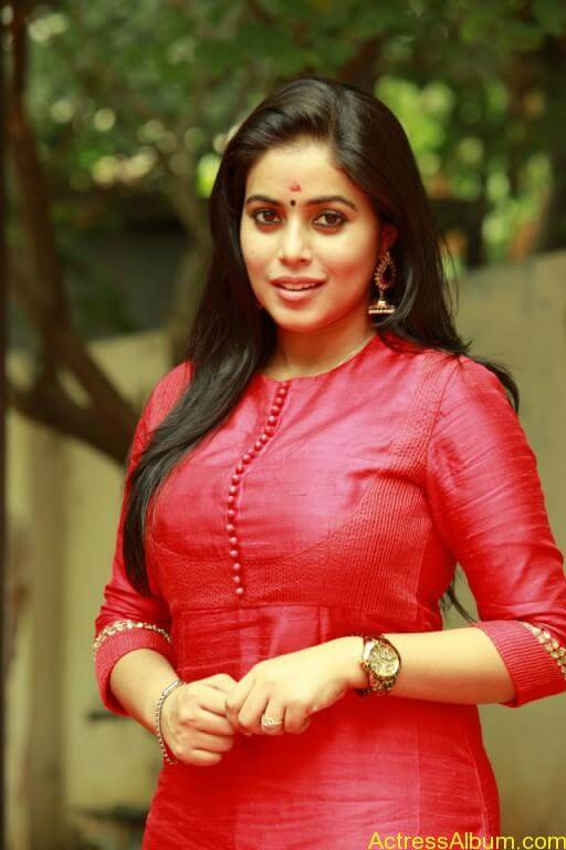 poorna-latest-stills-at-savarakaththi-movie-pooja-photos-2