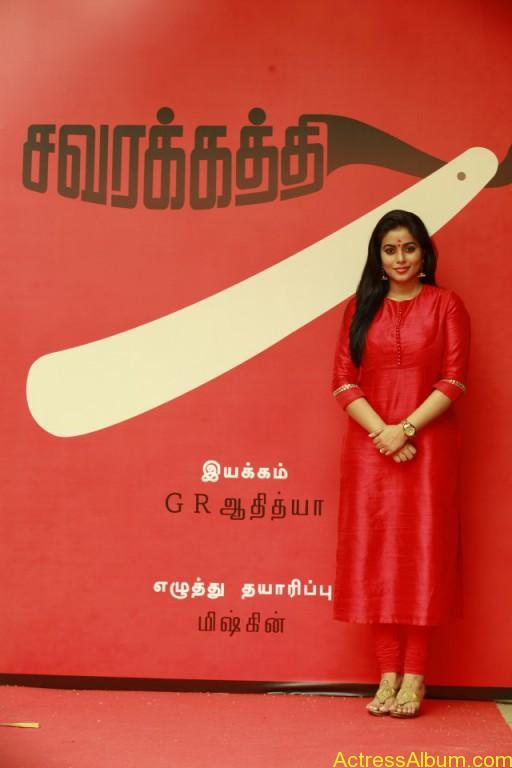 poorna-latest-stills-at-savarakaththi-movie-pooja-photos-3