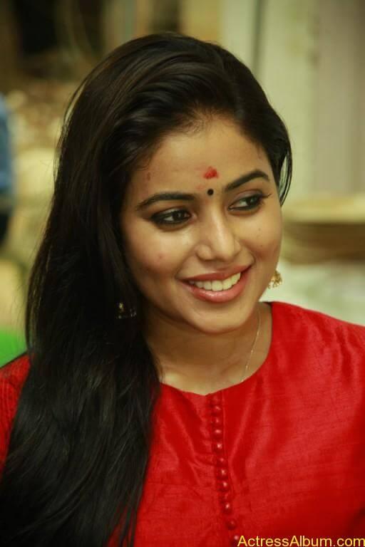 poorna-latest-stills-at-savarakaththi-movie-pooja-photos-5