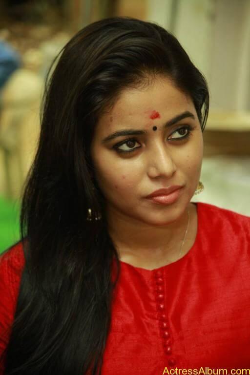 poorna-latest-stills-at-savarakaththi-movie-pooja-photos-7