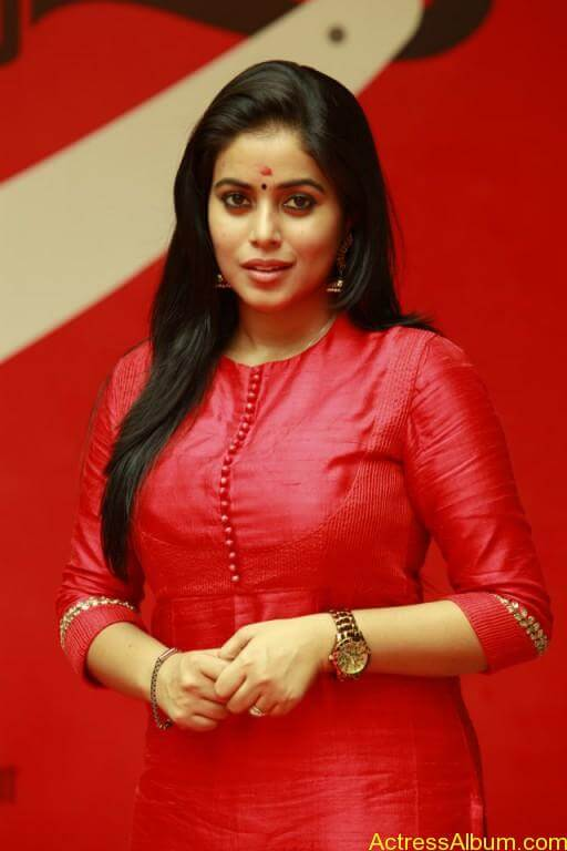 poorna-latest-stills-at-savarakaththi-movie-pooja-photos-8