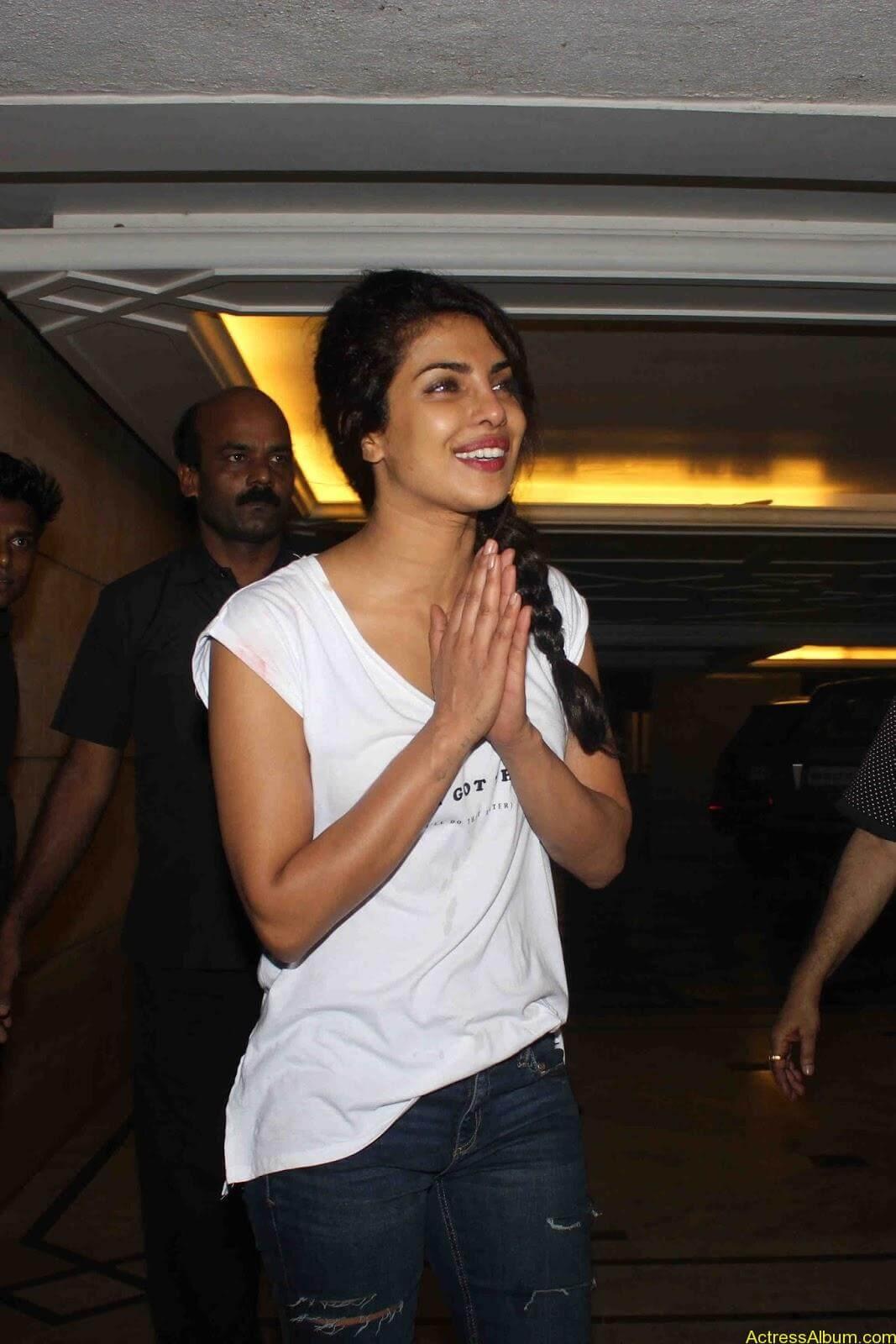 Priyanka Chopra In Ripped Jeans