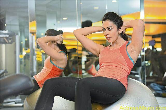 Rakul-Preet-Singh-Gym-Workout-Stills1