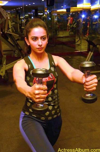 Rakul-Preet-Singh-Gym-Workout-Stills6
