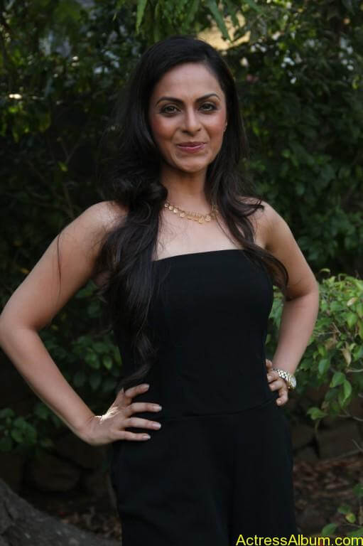 richa-pallod-latest-stills-photos-images-4