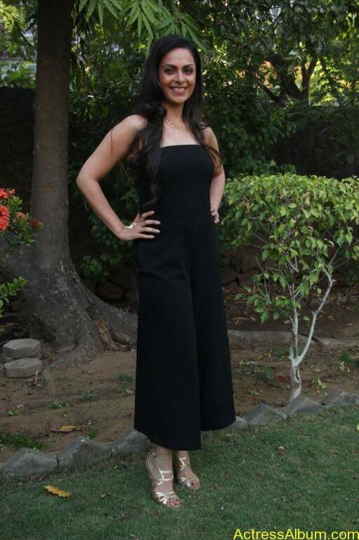 richa-pallod-latest-stills-photos-images-5