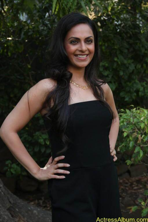 richa-pallod-latest-stills-photos-images-7