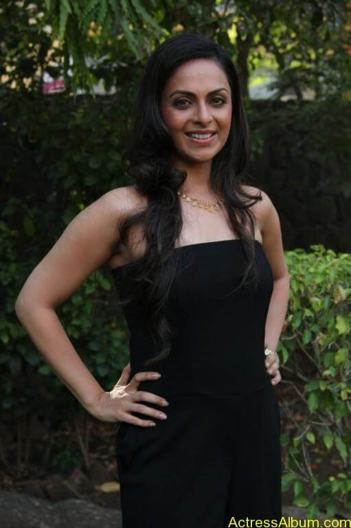 richa-pallod-latest-stills-photos-images-8
