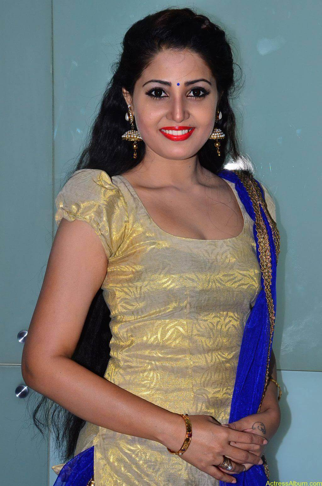 Sandra-Amy-Stills-At-Urumeen-Movie-Audio-Launch-2