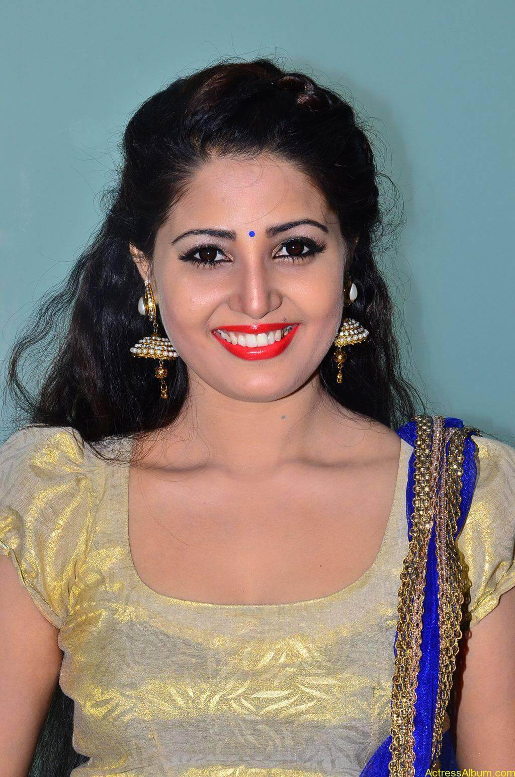 Sandra-Amy-Stills-At-Urumeen-Movie-Audio-Launch-6