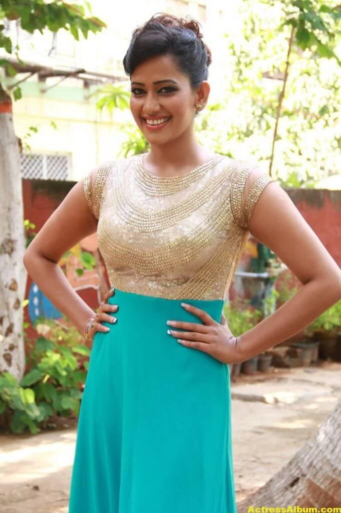 Sanjana-Singh-Stills-At-Thoda-Lutf-Thoda-Ishq-Movie-Press-Meet-01
