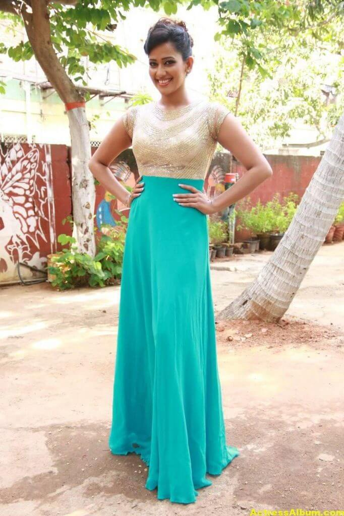 Sanjana-Singh-Stills-At-Thoda-Lutf-Thoda-Ishq-Movie-Press-Meet-02
