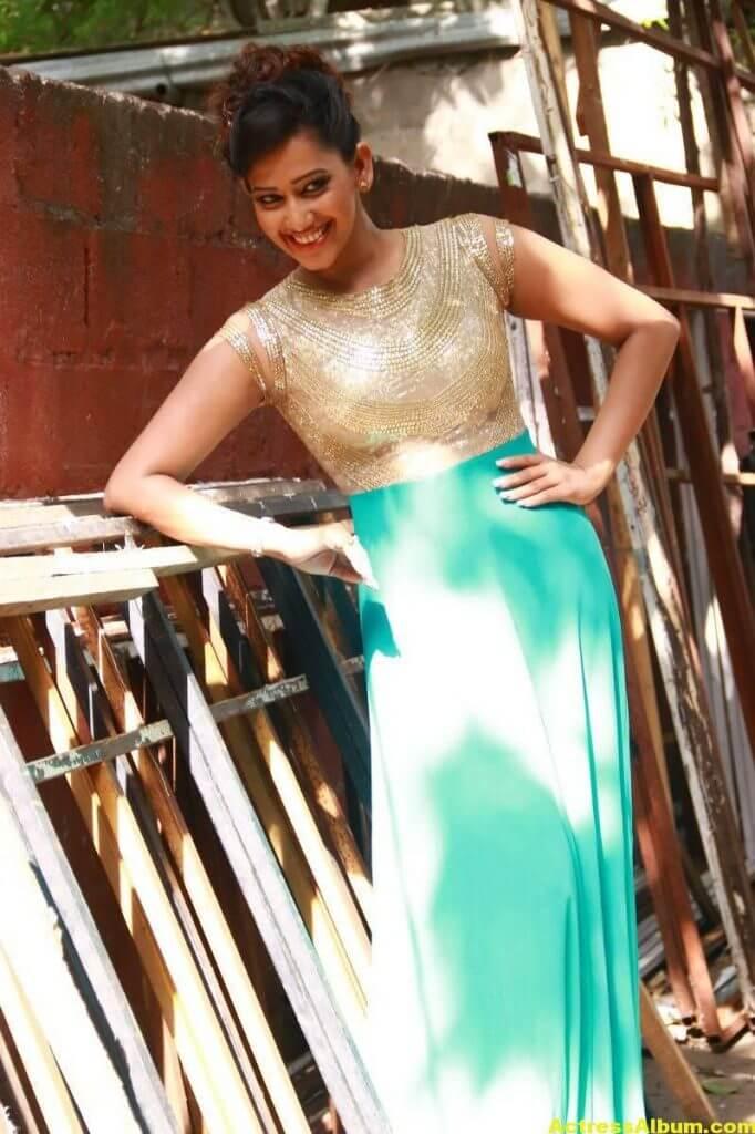 Sanjana-Singh-Stills-At-Thoda-Lutf-Thoda-Ishq-Movie-Press-Meet-03