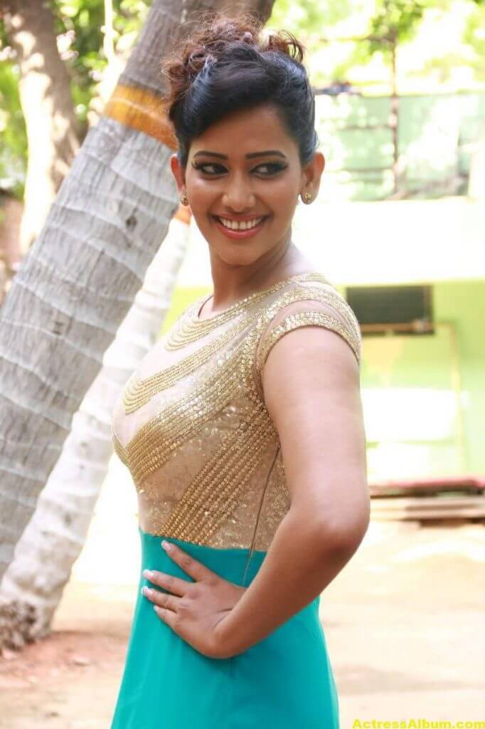 Sanjana-Singh-Stills-At-Thoda-Lutf-Thoda-Ishq-Movie-Press-Meet-04