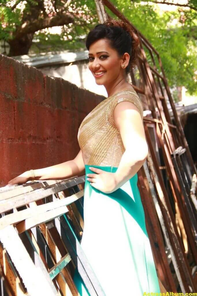 Sanjana-Singh-Stills-At-Thoda-Lutf-Thoda-Ishq-Movie-Press-Meet-06