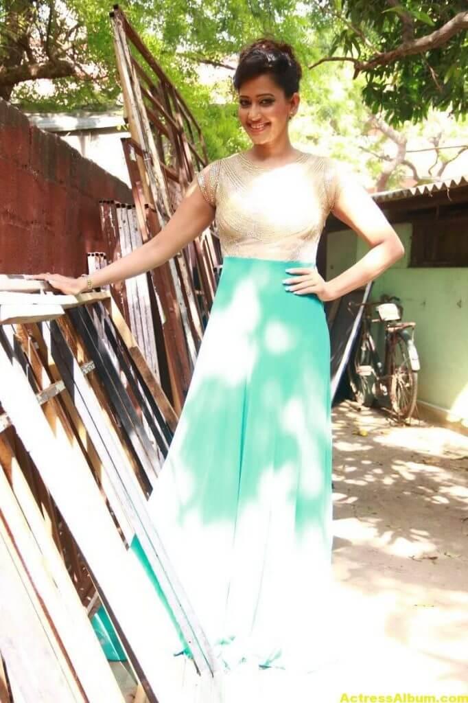 Sanjana-Singh-Stills-At-Thoda-Lutf-Thoda-Ishq-Movie-Press-Meet-07