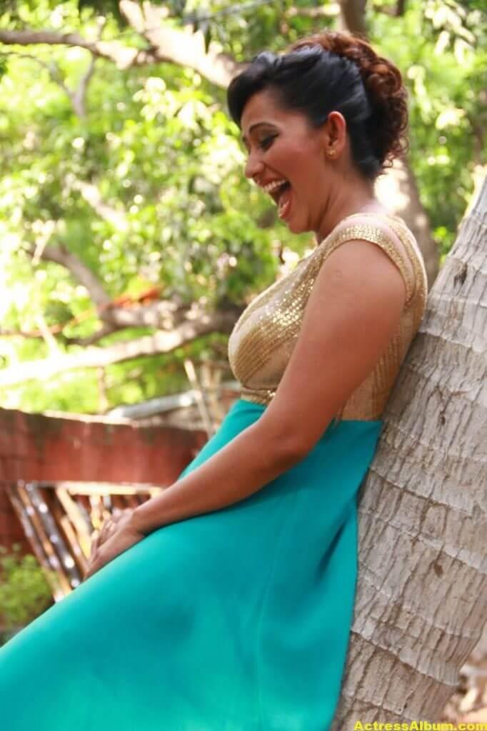 Sanjana-Singh-Stills-At-Thoda-Lutf-Thoda-Ishq-Movie-Press-Meet-08