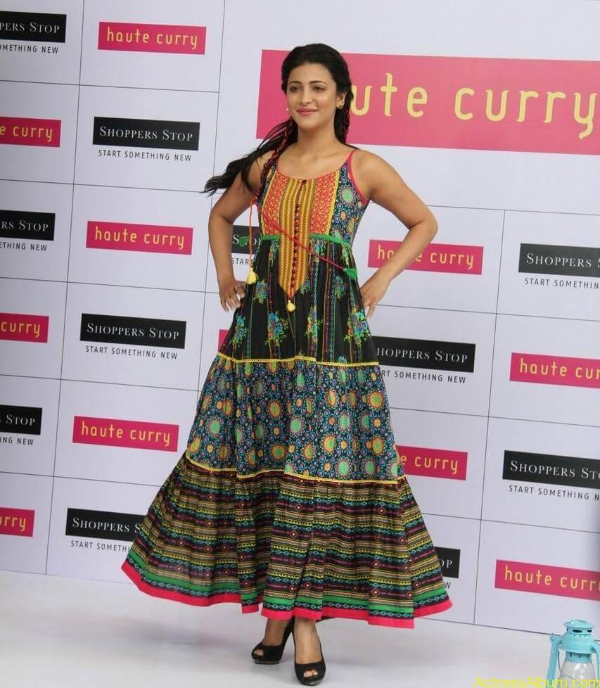 Shruti-Haasan-Stills-At-Haute-Curry-Fashion-Show-01