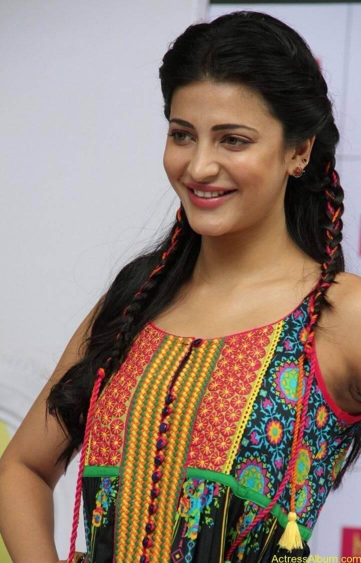 Shruti-Haasan-Stills-At-Haute-Curry-Fashion-Show-03