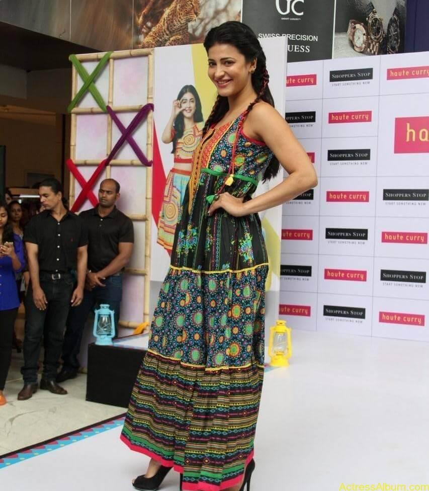 Shruti-Haasan-Stills-At-Haute-Curry-Fashion-Show-04