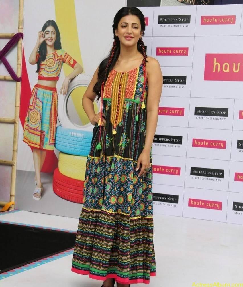 Shruti-Haasan-Stills-At-Haute-Curry-Fashion-Show-05