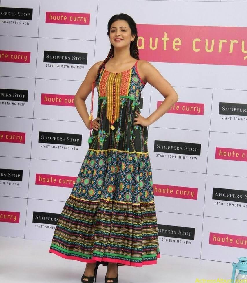 Shruti-Haasan-Stills-At-Haute-Curry-Fashion-Show-06