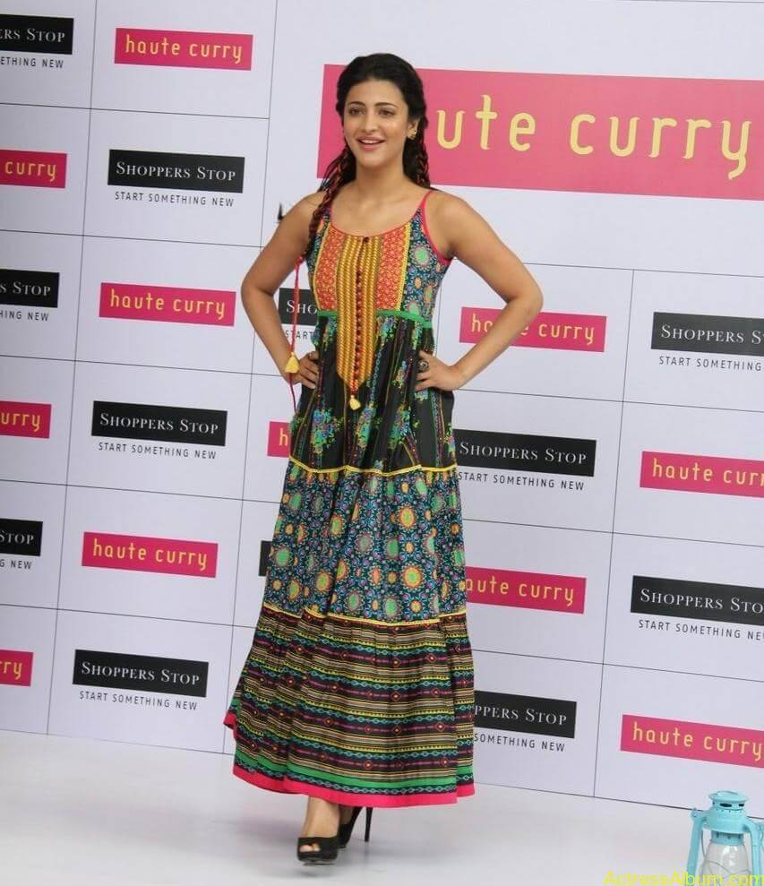 Shruti-Haasan-Stills-At-Haute-Curry-Fashion-Show-07