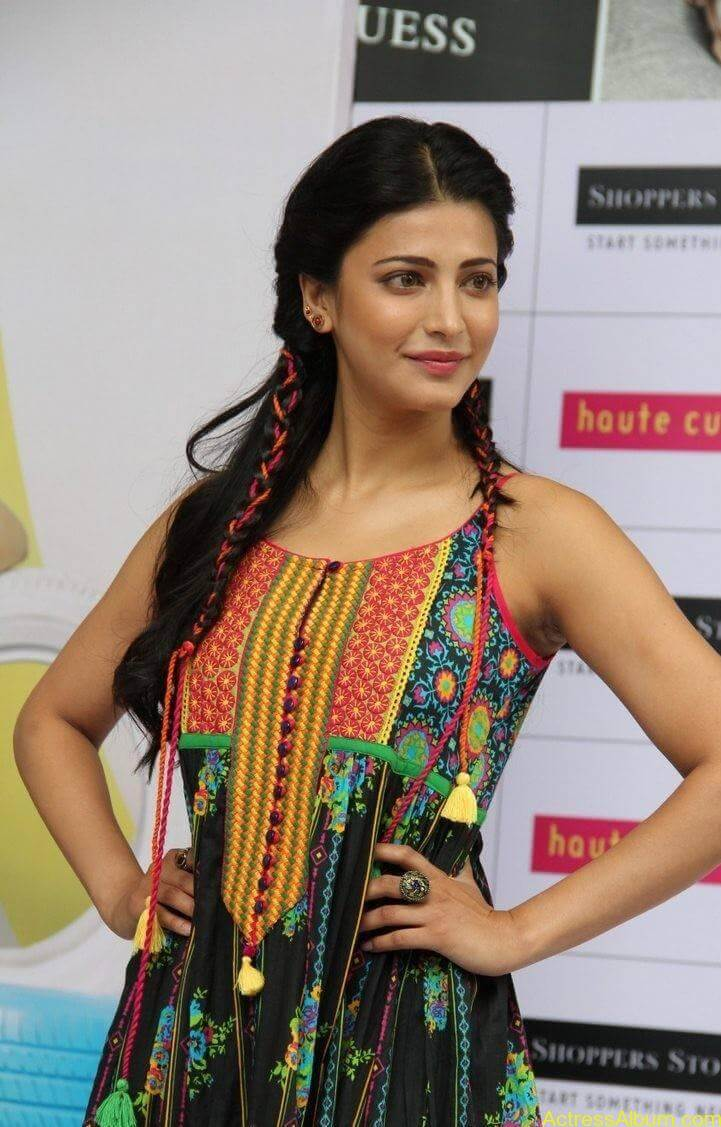 Shruti-Haasan-Stills-At-Haute-Curry-Fashion-Show-08