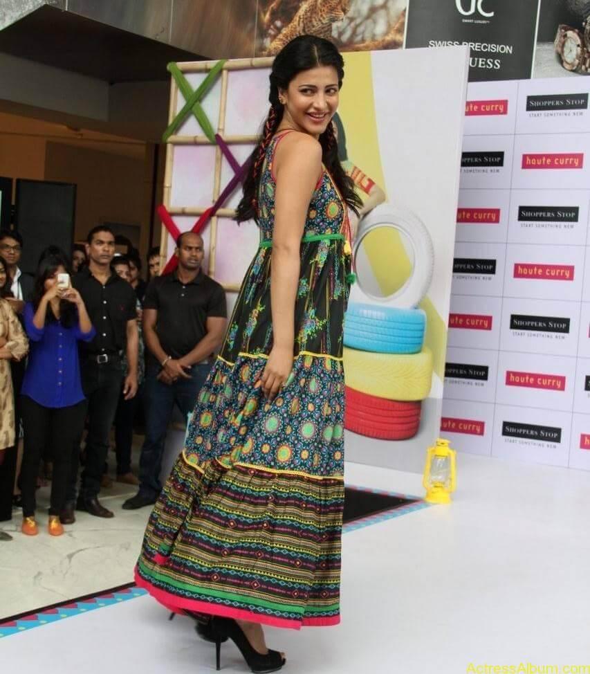 Shruti-Haasan-Stills-At-Haute-Curry-Fashion-Show-10