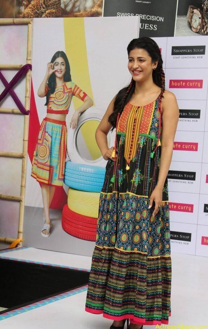 Shruti-Haasan-Stills-At-Haute-Curry-Fashion-Show-11