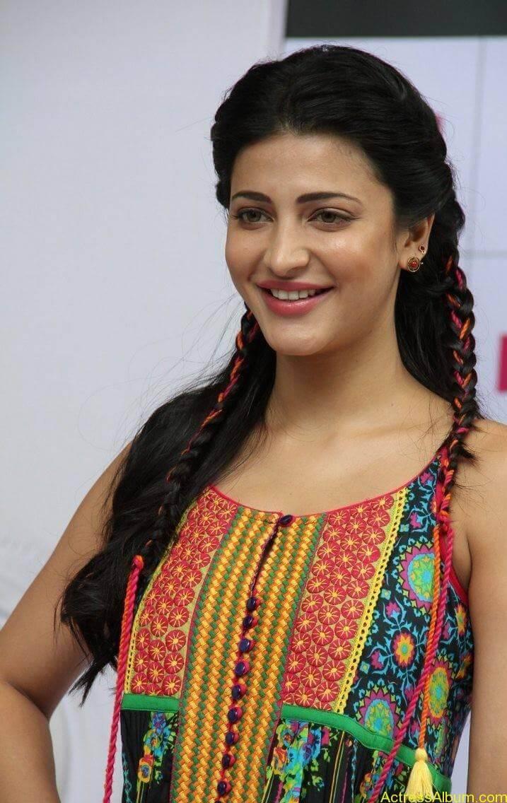 Shruti-Haasan-Stills-At-Haute-Curry-Fashion-Show-13