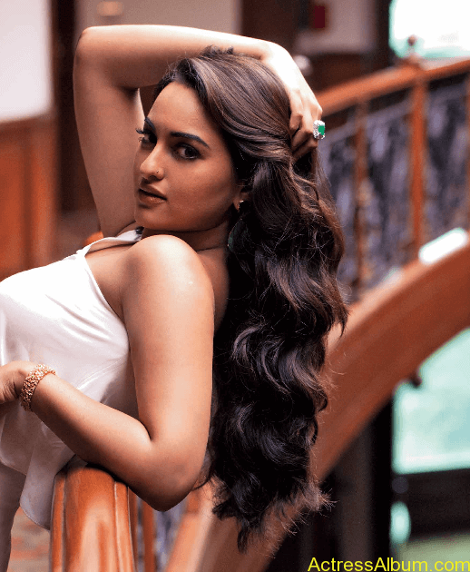 Sonakshi-Sinha-Photoshoot-For-Maxim-Photos-9