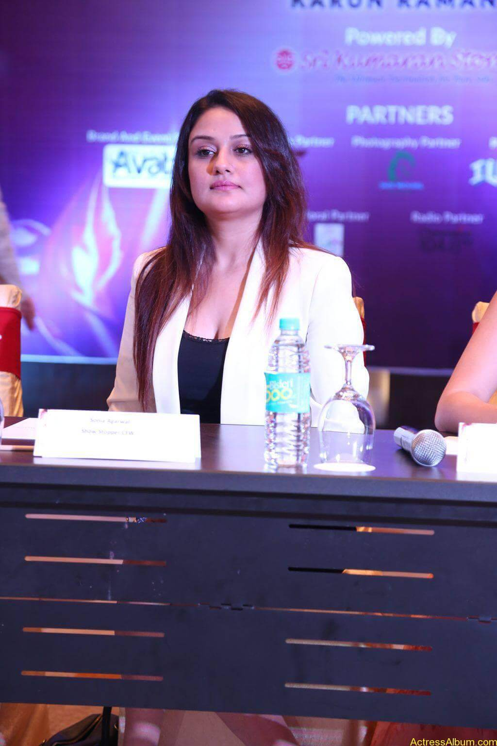 Sonia-Agarwal-Stills-At-Chennai-Fashion-Week-Press-Meet-01