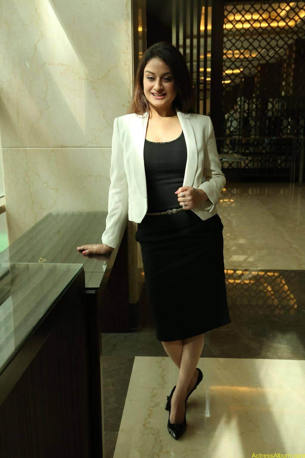 Sonia-Agarwal-Stills-At-Chennai-Fashion-Week-Press-Meet-03