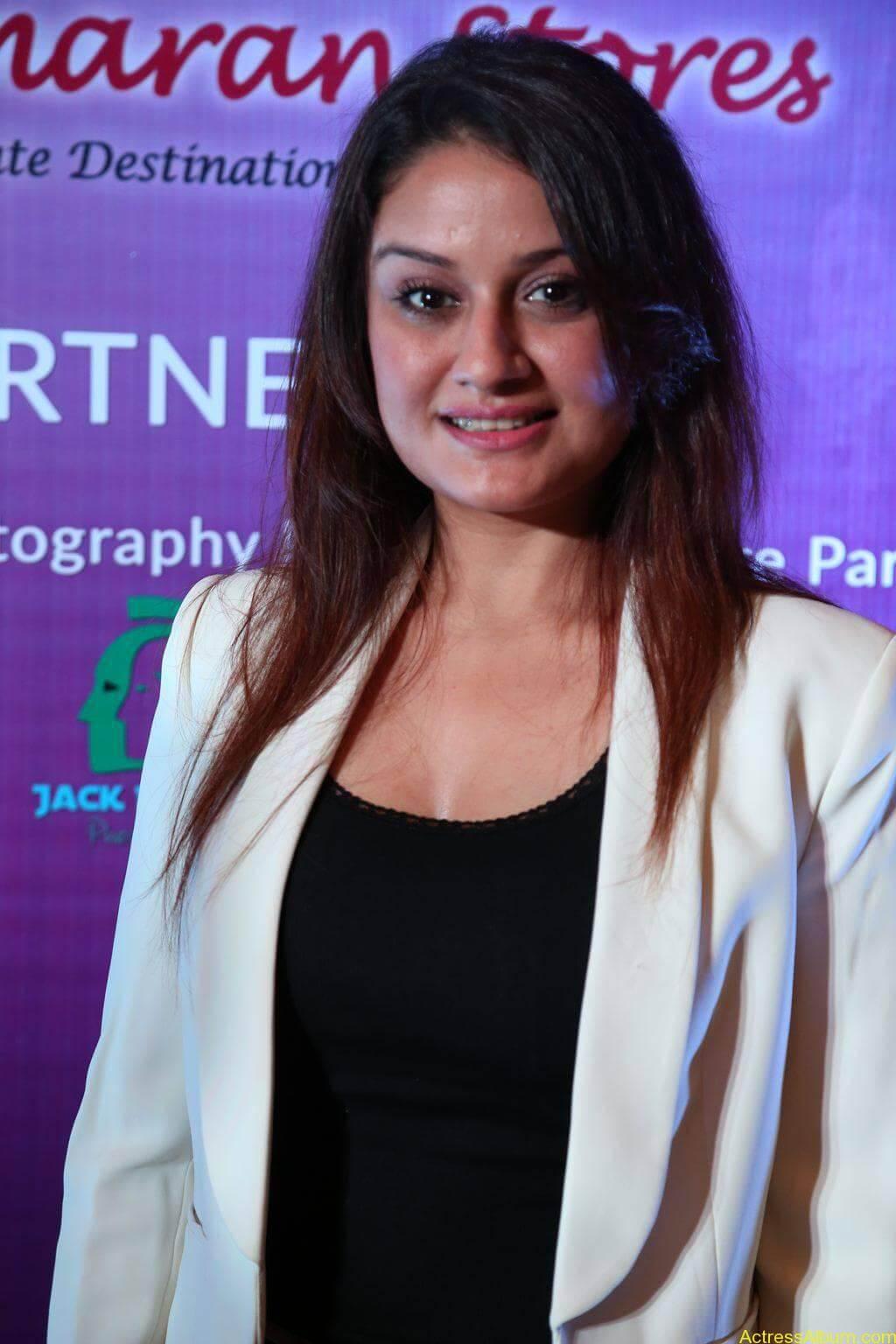 Sonia-Agarwal-Stills-At-Chennai-Fashion-Week-Press-Meet-04