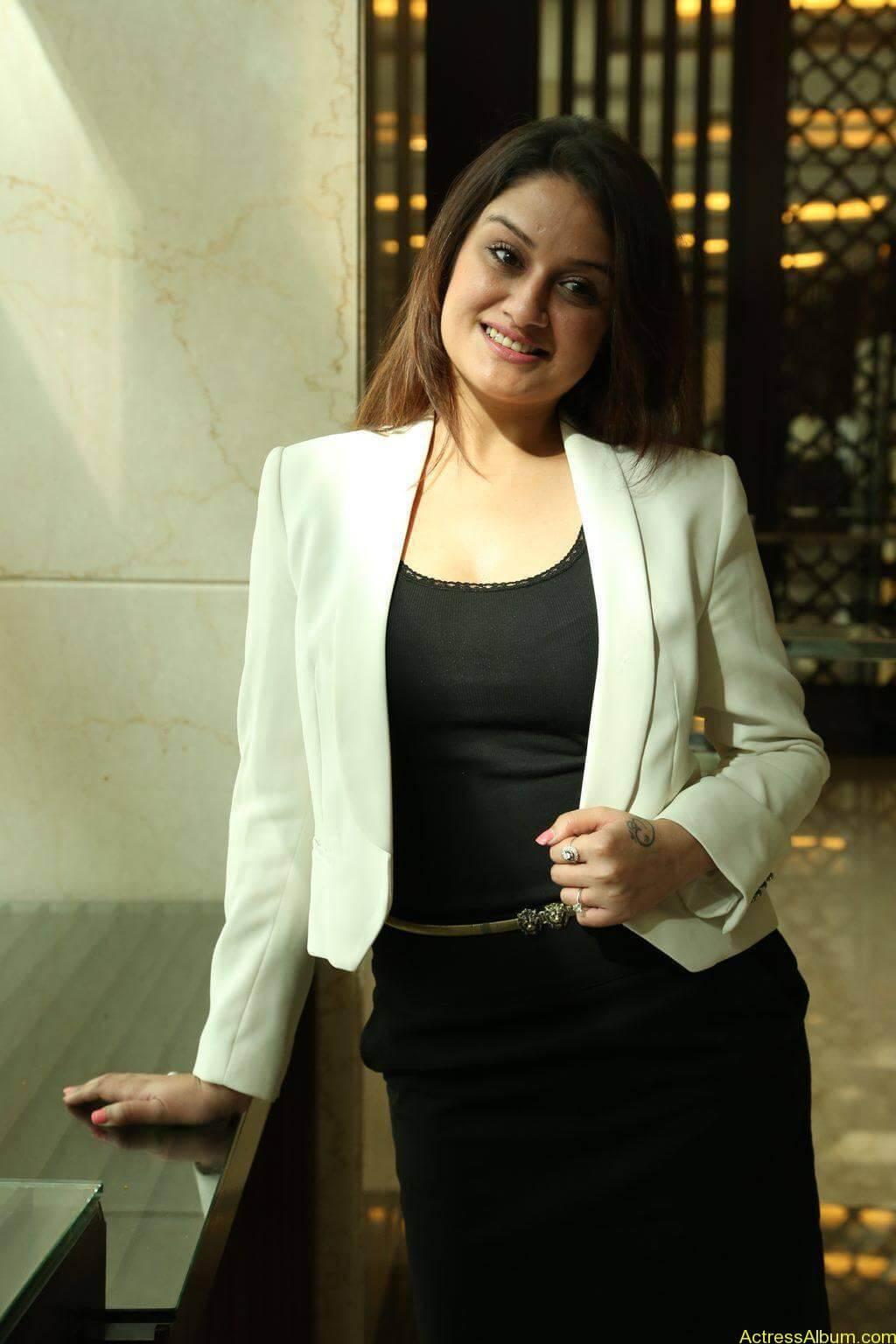 Sonia-Agarwal-Stills-At-Chennai-Fashion-Week-Press-Meet-05